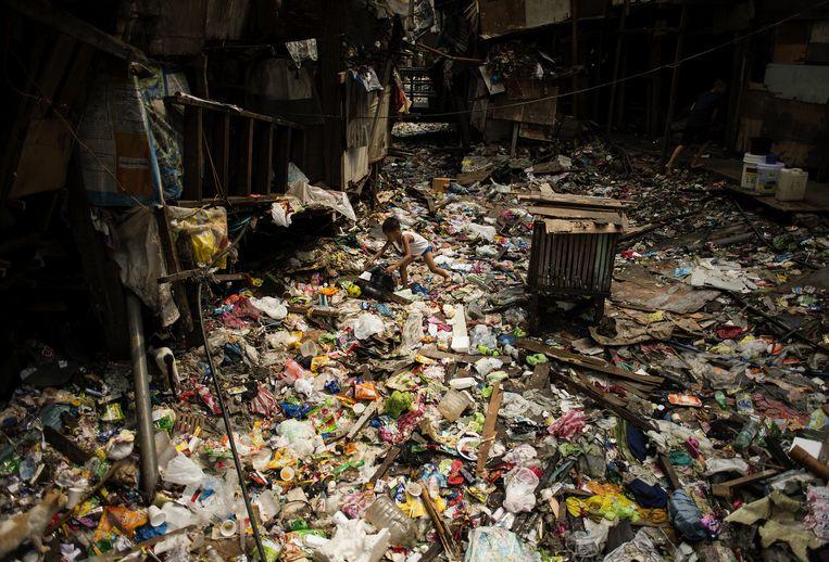 Grote bedrijven zijn ook de grootste vervuilers, zoals hier in Manilla op de Filipijnen. Nu stappen ze mee in een klimaatcampagne. Windowdressing? Beeld AFP