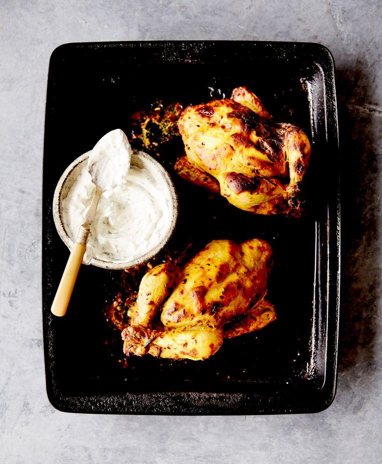 Boek: Slow. Louise Franc. Good Cook. € 32,50. Recept: Gekruid piepkuiken met kruidenyoghurt (4 personen). Beeld RV