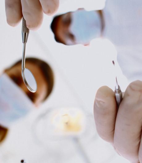 Gelderse tandarts geschorst na het onzedelijk betasten van zussen