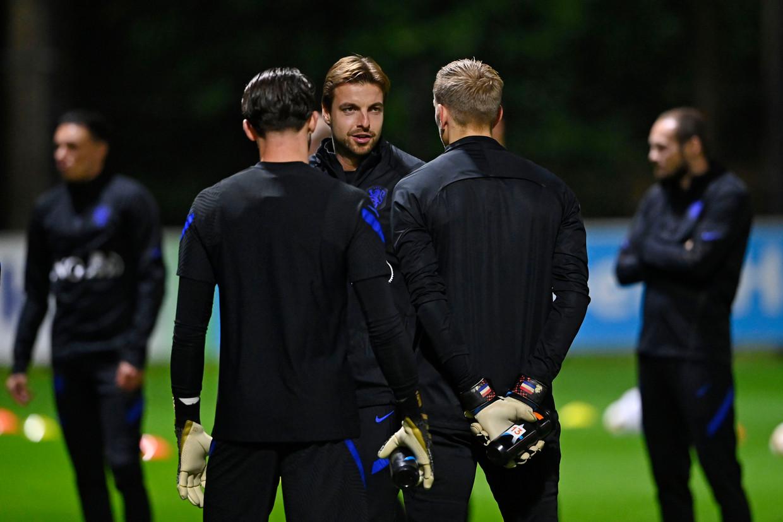 De keepers Tim Krul, Joey Drommels en Marco Bizot tijdens de training van het Nederlands elftal ter voorbereiding op de oefenwedstrijd tegen Spanje.  Beeld Hollandse Hoogte /  ANP