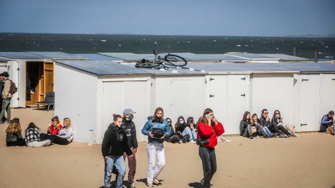 """""""Dagelijks heb ik tot 600 euro schade"""": een middag op het strand in Knokke, waar tieners constant voor overlast zorgen"""