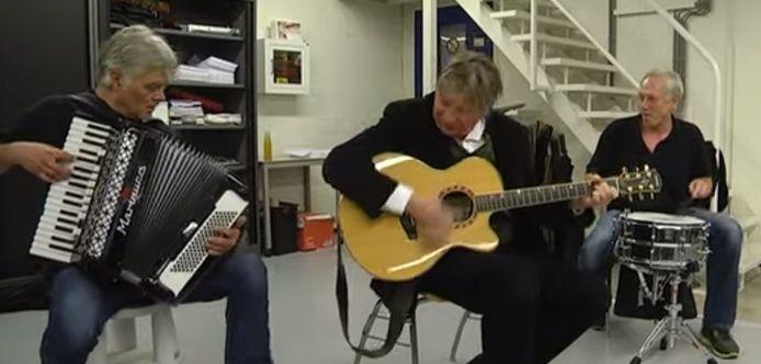 Nits vierden in 2014 hun 40-jarig jubileum. Tijdens LIVE@ED speelden ze op de redactievloer van het ED hun grootste hit: 'In the Dutch Mountains'.