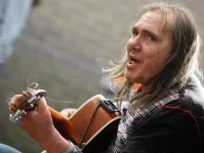 Dertig acts tijdens eerbetoon aan overleden straatmuzikant Chuck Deely