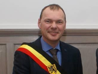 """Burgemeester Langemark in zak en as na nieuws over coup in zijn gemeente: """"Er worden leugens verspreid, ik ben hier niet goed van"""""""