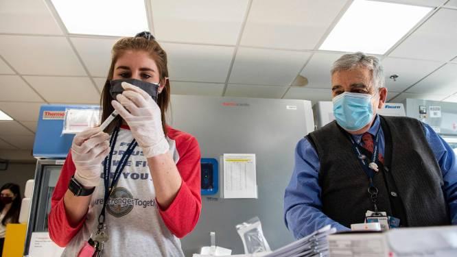 LIVE. VS zetten 2,9 miljoen vaccins op dag tijd - Aantal nieuwe hospitalisaties neemt amper toe -  Walen gratis met de bus naar vaccinatiecentra