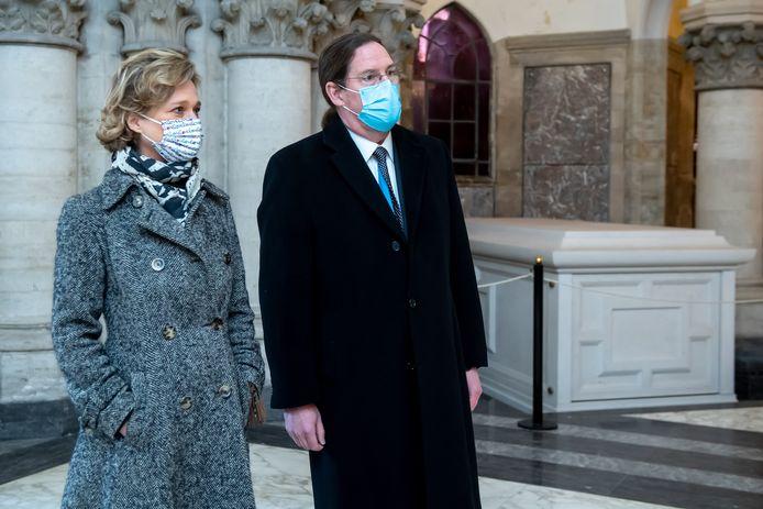Prinses Delphine en haar echtgenoot Jim O'Hare in de Onze-Lieve-Vrouwkerk te Laken