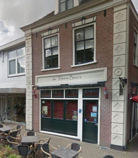 TERUGLEZEN | Positieve eerste tests 'Nederlands vaccin', 9 handhavers gemeente Schiedam besmet