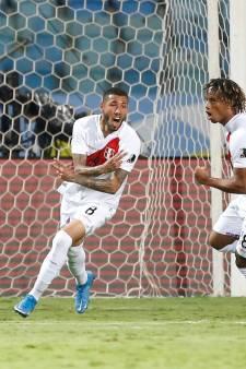 FC Emmen-speler Peña neemt Peru bij de hand