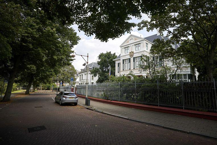 Exterieur van de Russische ambassade in Den Haag. In de auto van een Russische militaire attaché in Nederland zou een spionage-apparaat gevonden zijn. Beeld ANP