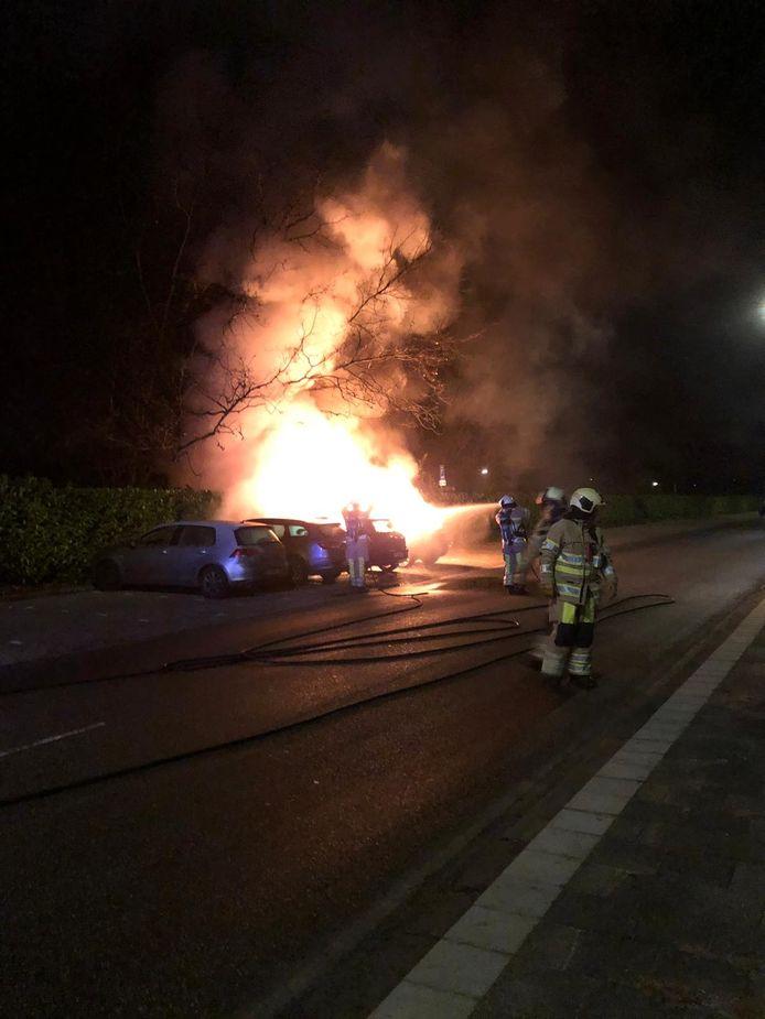 Bij de autobranden op het industrieterrein Lage Weide was een enorme vuurzee te zien.