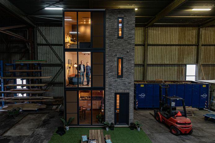 Het bedrijf Startblock maakt kant-en-klare huizen. Oplossing voor woningnood want je kunt er snel heel veel van neerzetten en ze zouden nog aardbevingsbestendig zijn ook.