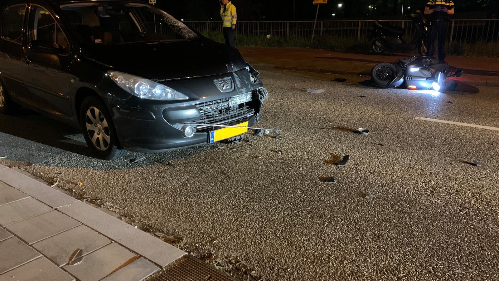 Bij een ongeluk in Ede zijn maandagavond twee personen gewond geraakt