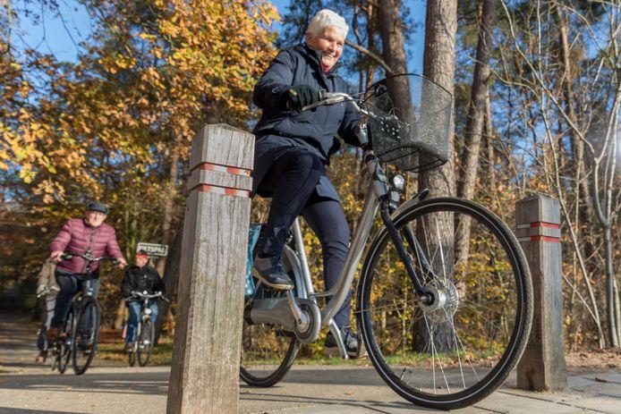 Veel ouderen beleven plezier aan fietsen.