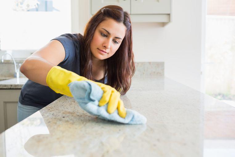Keramiek is erg hygiënisch en goed bestand tegen chemische stoffen. Kijk wel uit met zware of scherpe voorwerpen.