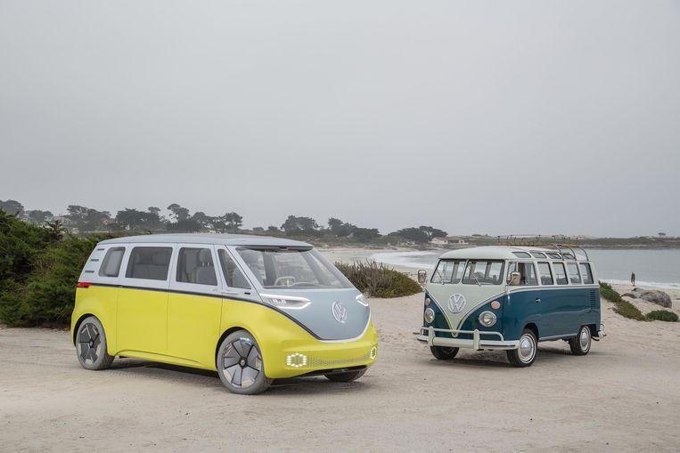 Conceptversie van de elektrische ID Buzz, met zijn verre voorganger, de T1 spijlbus. Beeld Volkswagen