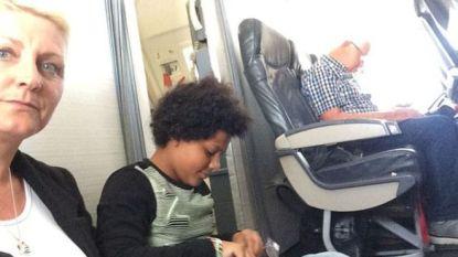 Boeking loopt mis: gezin moet op de grond zitten tijdens vlucht van twee uur