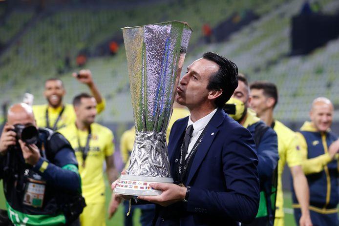 Unai Emery viert de Europa League-winst.