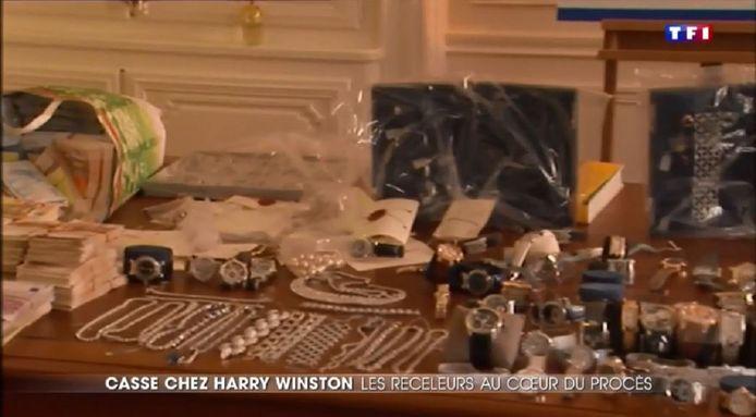 Een deel van de teruggevonden buit van de juwelenroof bij Harry Winston.