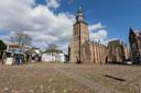 In de toekomst wordt de meterslange vlaggenmast op de Walburgiskerk misschien niet meer gebruikt tijdens Koningsdag, en 4 en 5 mei om de slechtvalk niet te storen. In plaats daarvan komt er ene nieuwe vlaggenmast, is het idee.
