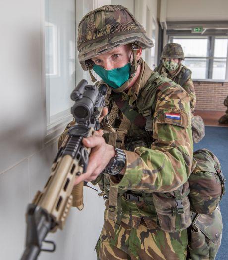 Militairen aan de bak in Goes: 'Er ligt een gewonde in de kelder!'