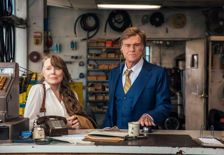 Robert Redford en Sissy Spacek als Forrest Tucker en Jewel in 'The Old Man and the Gun'.  Beeld