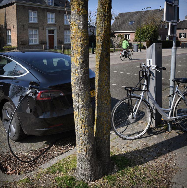 Laadpaal om een elektrische auto op te laden. Beeld Marcel van den Bergh