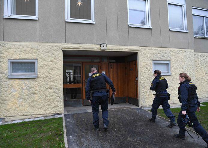Politie afgelopen dinsdag bij het huis waar de Zweedse vrouw naar verluidt haar zoon zou hebben opgesloten.