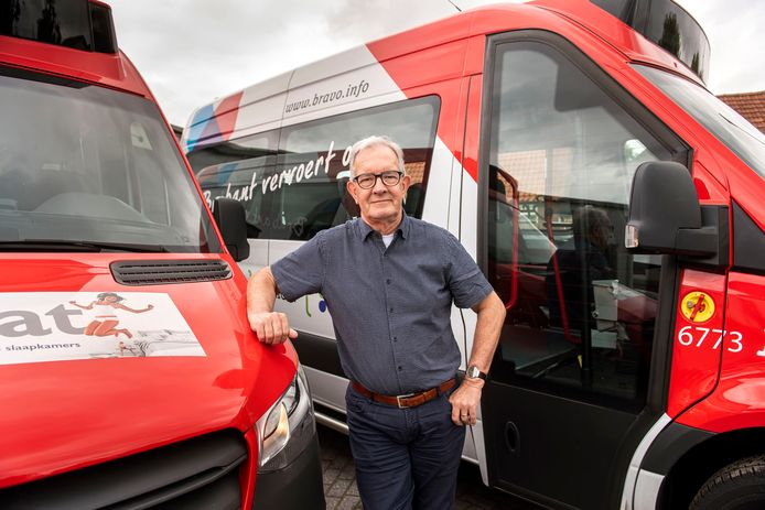 Sjef Joosen en zijn de andere vrijwilligers kunnen weer op pad: de buurtbus is coronaproof.