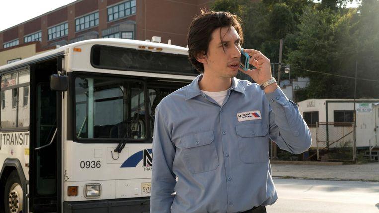 Adam Driver als buschauffeur in Paterson Beeld