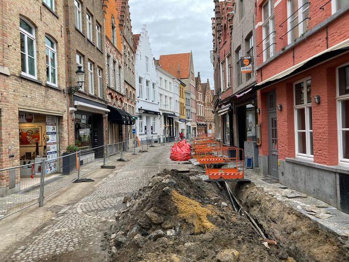 De Sint-Amandsstraat wordt heraangelegd.