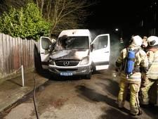 Taxibusje in brand gestoken in Den Dolder