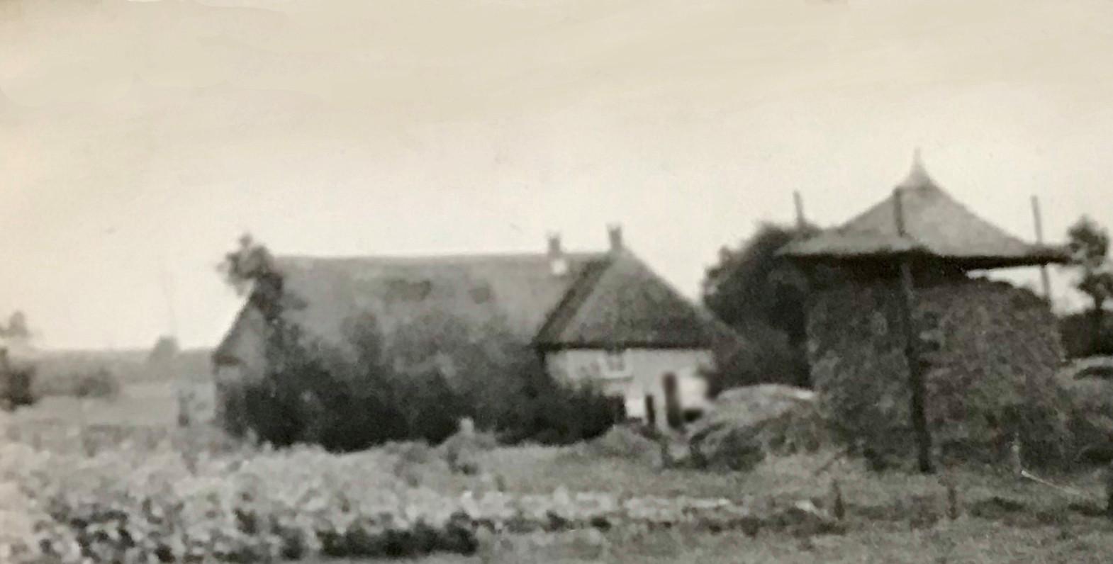 Boerderij De Grave in Haarle de jaren'40 van de vorige eeuw.