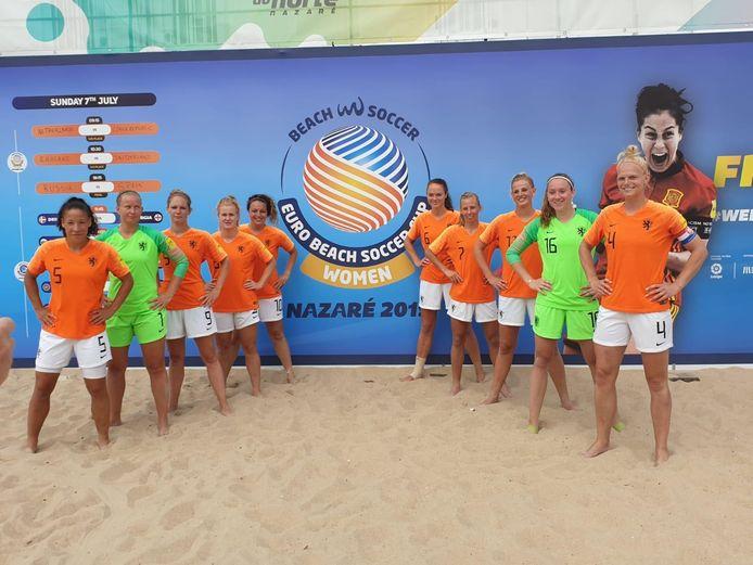 Sylvana Tieleman (geheel links) deed twee jaar geleden ook met Oranje mee aan het EK.
