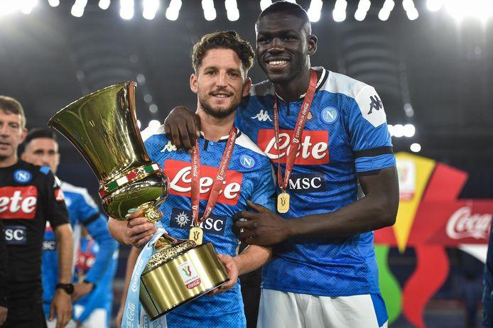 Kalidou Koulibaly hier met Dries Mertens na de Coppa Italia-winst.