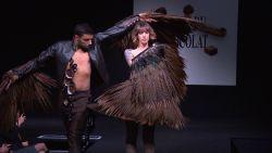 VIDEO. Chocoladesalon geopend met modeshow met jurken... in chocolade