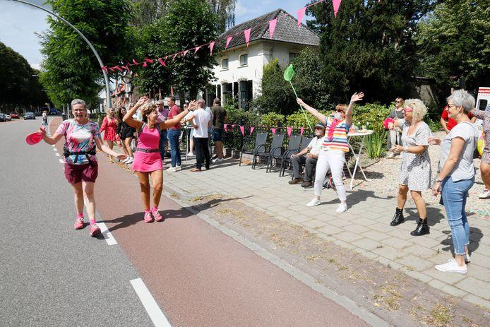 Vierdaagsefeest aan de Kasteellaan in Wijchen.