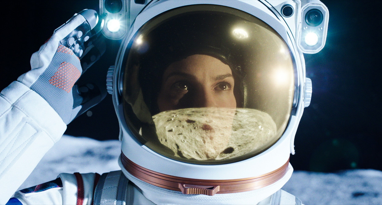 Hilary Swank in 'Away' Beeld Netflix