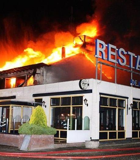 Bovenverdieping van Geffense Barrière aan Rijksweg uitgebrand
