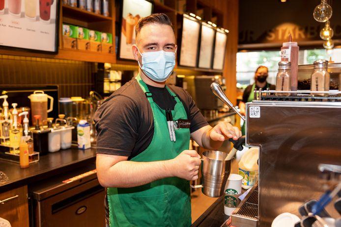 Sergio van Starbucks Coffee.