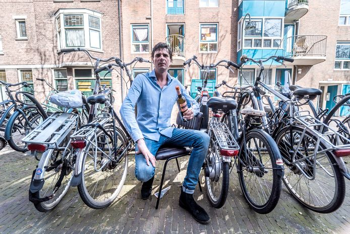 Een terras zal er voor de deur van brasserie Vaderloos niet komen: er komt fietsparkeerplek voor bijna zestig fietsen.
