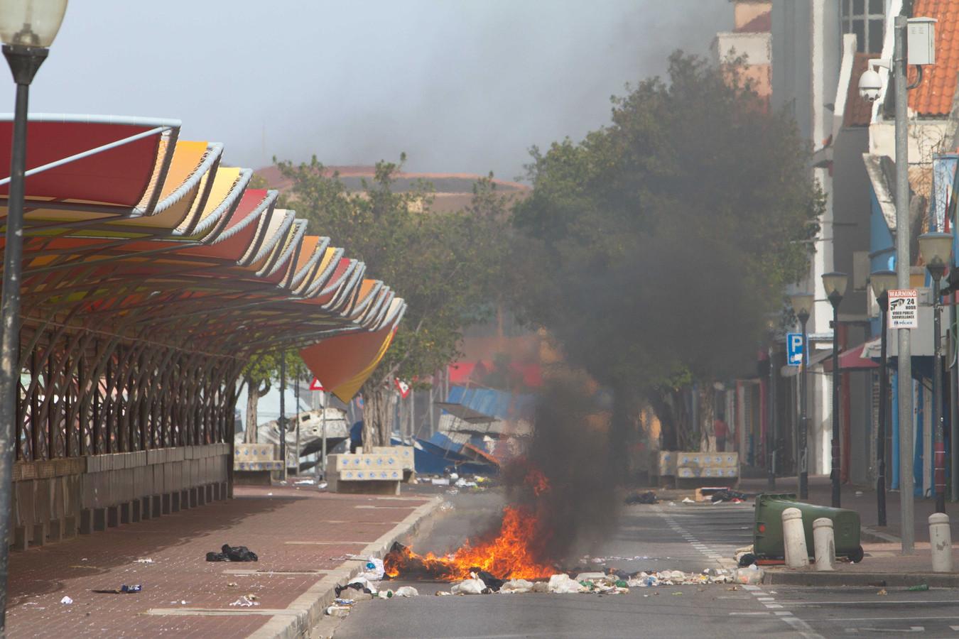 Brandstichting in Willemstad eerder deze week tijdens een protest tegen de regering.