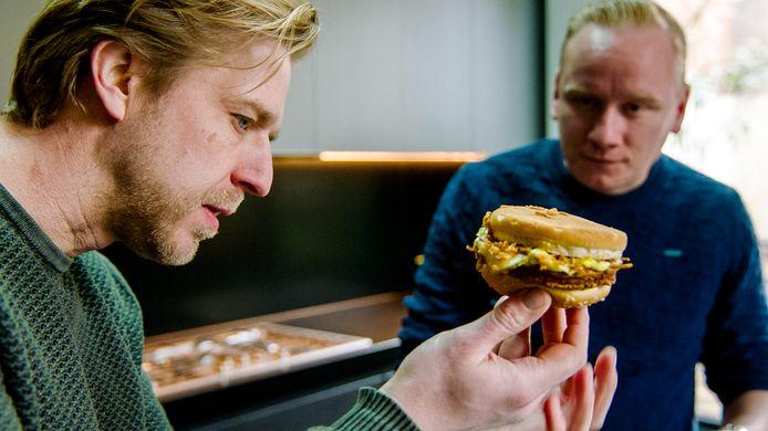 """Groentechef Seppe Nobels vloekt wanneer hij de opdracht krijgt: """"Dit zijn vijf snacks tezamen!"""""""