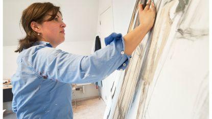 Isabelle Bossuyt exposeerde al in New York, Venetië en Stockholm en nu ook in... Wielsbeke