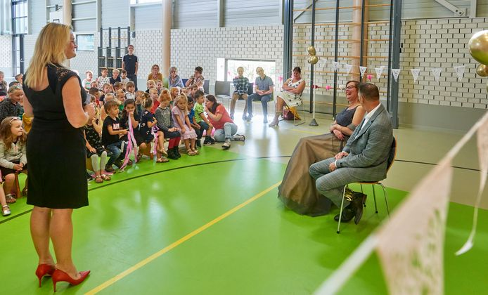 Juf Annelies trouwt op school. IKC Raam Bosveld Uden.