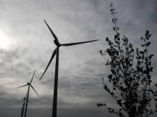 Windmolens in Diemer Vijfhoek en IJmeer van de baan