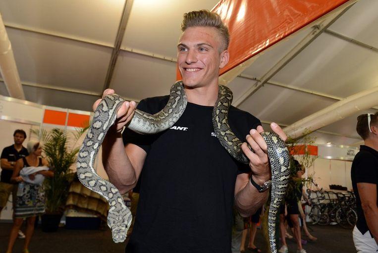 Kittel liet zich voor de race fotograferen met Australische fauna. Beeld EPA