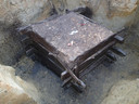 0p een diepte van drie meter werd een zo goed als intacte Romeinse waterput gevonden.