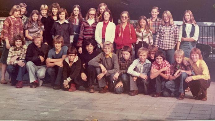 Klassenfoto op het Peelland College. Guido Imbens zit op de voorste rij, de vierde van links.