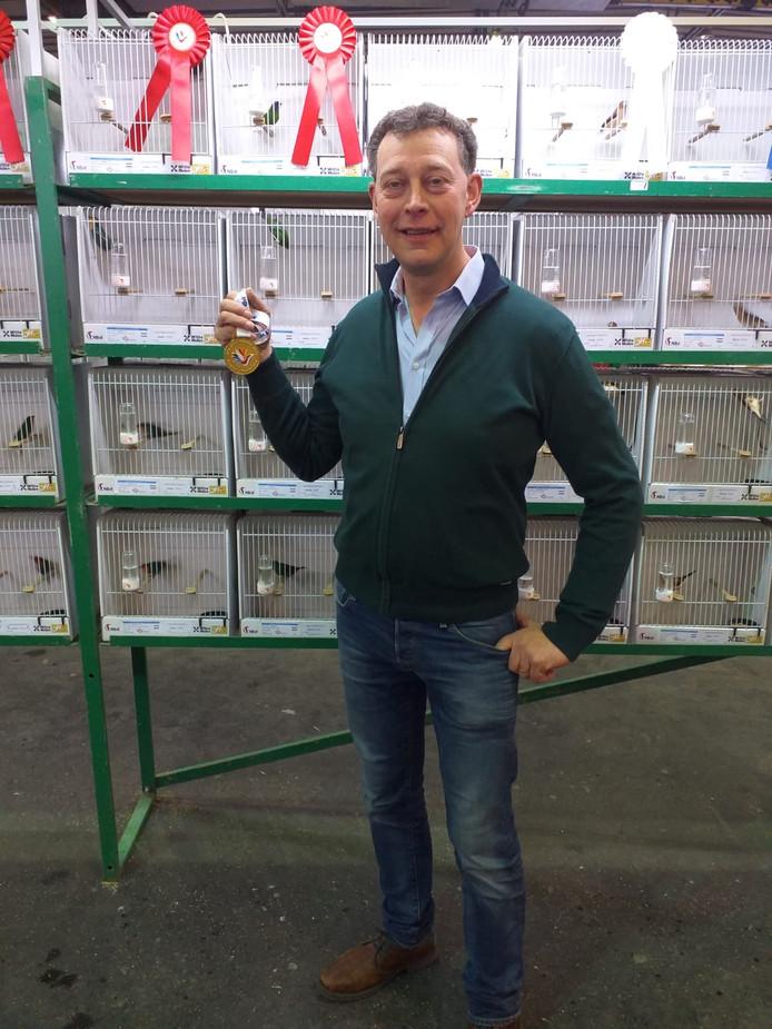 Johan Schröder uit Tubbergen is wereldkampioen met zijn vogels.