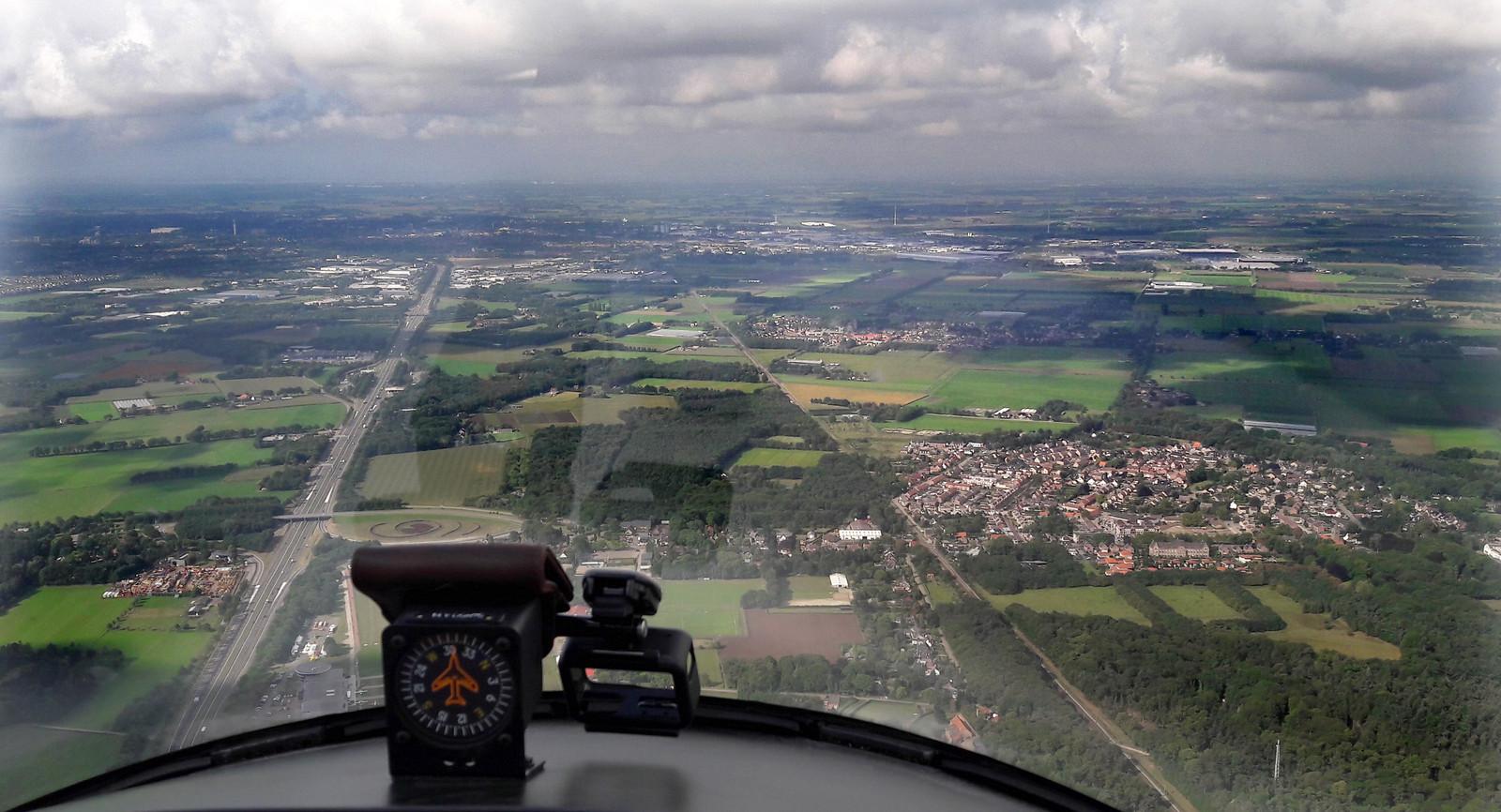 Blik op Roosendaal vanuit de gyrocopter